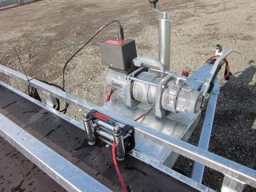 Dvouosý brzděný přívěs s hydraulicky sklopnou plochou AD speciál plato 2,7t 4,15/1,88** č.78