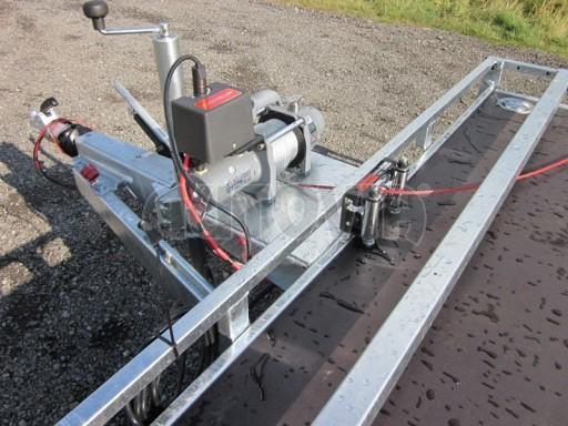 Dvouosý brzděný přívěs s hydraulicky sklopnou plochou AD speciál plato 2,7t 4,15/1,88** č.80