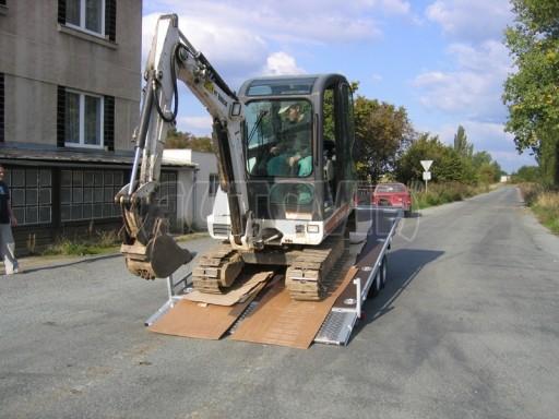 Dvouosý brzděný přívěs s hydraulicky sklopnou plochou AD speciál plato 2,7t 4,15/1,88** č.236