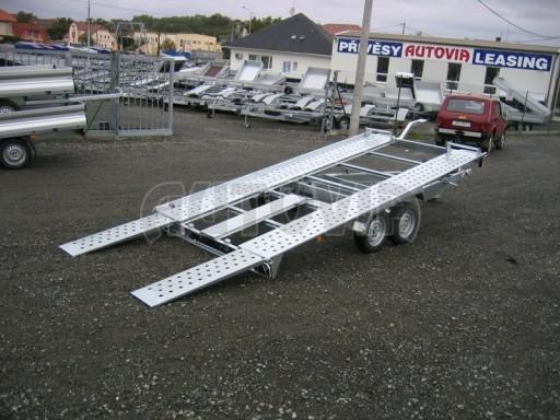 Dvouosý brzděný přívěs k přepravě automobilů KAR 09A č.106