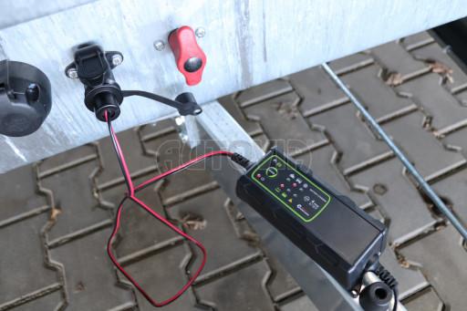 Nabíječka akumulátorů s mikroprocesorem pro nabíjení hydraulických sklápěčů č.2